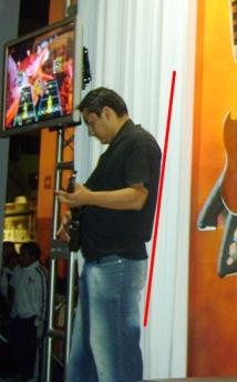 el nalgas planas jugando Guitar Hero